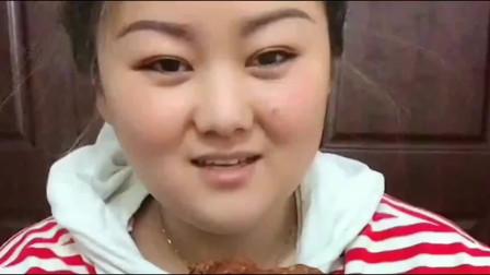 美食boom:小妹吃排骨真是太香了,感觉老有食欲了