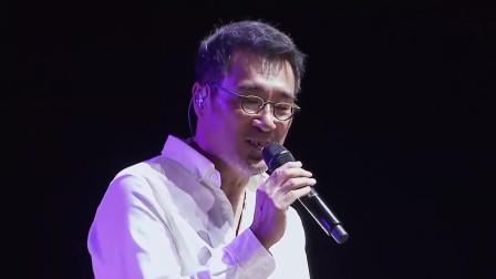 李宗盛唱这首歌的时候,歌词句句戳林忆莲的心,唱的太棒了