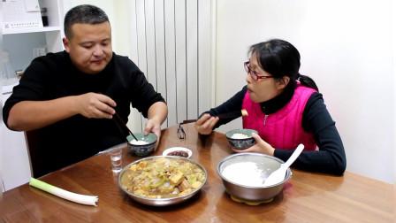 猪肉粉条炖大锅菜,蒸米饭,媳妇爱吃我喝二两酒,幸福生活天天有