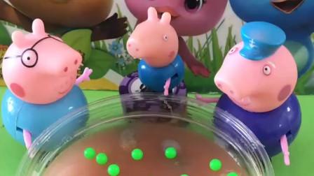 乔治说想要去玩水,猪爸爸不让他玩,猪爷爷却说让他去呢