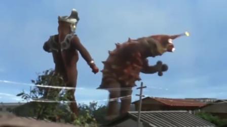 怪兽被战斗机攻击立马怂了,求饶找雷欧带它回家