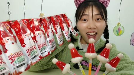 """美食开箱:小姐姐试吃趣味""""圣诞帽荧光棒棒糖"""",红润闪亮好清甜"""