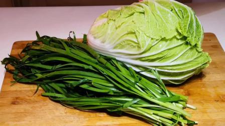 白菜饺子好吃有诀窍,这么调馅白菜不出水,味道鲜美,流口水了