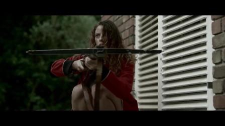 美女机智使用弩箭,趁绑匪浇油瞬间,将其一击致命