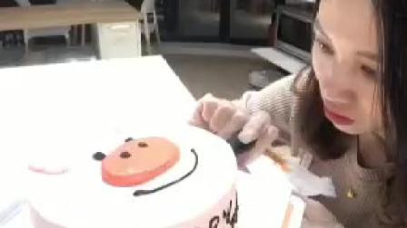 吃过蛋糕胚子都是格子的蛋糕吗?这么复杂的棋格蛋糕是怎么做的?