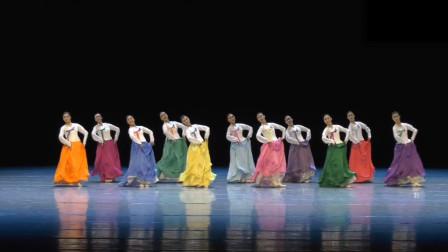 朝鲜族扎津毛里表演性组合,很有朝鲜族舞的特点,也很有激情!