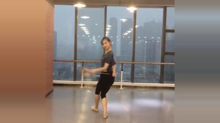 练习版古典舞《长扇》舞姿优美 韵味十足