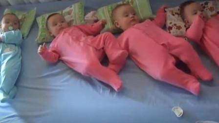 四胞胎乖乖躺在床上,奶爸突然放音乐,下一秒宝宝神表情太逗了