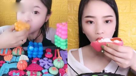 美女试吃:彩色鞋子糖、果冻魔方糖,看着就过瘾,是我向往的生活