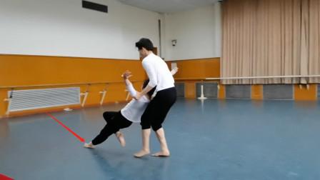 舞剧《黄河》排练版,双人舞拖动那段,我听到了脚摩擦地面的声音