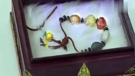 女孩在博物馆看到几千年前自己的手链,伸手摸的一刹那,奇迹发生