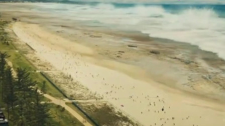 海啸来袭众人被海啸吞没