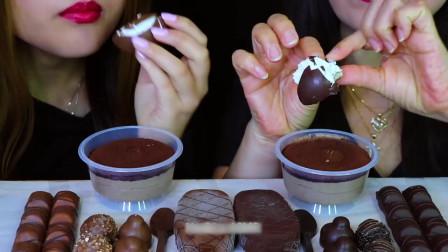 国外美女吃播:吃黑巧克力酱+棉花糖+雪糕+巧克力勺子+慕斯蛋糕