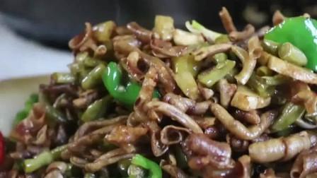 鸭肠除了做卤味还有新吃法,配泡椒炒酸爽开胃,好吃!