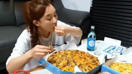 韩国小姐姐吃芝士什锦披萨,我的口水呀!|