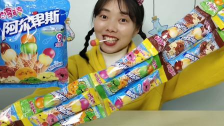 """小姐姐吃趣味""""双享棒棒糖"""",双色两层不同果味,混合吮香甜满足"""