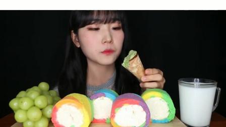 吃播小姐姐:青葡萄+奶油蛋糕卷 抹茶雪糕,吃的真的太营养了