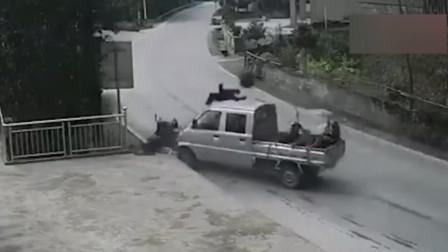 摩托车与小货车迎面相撞 后座乘客遭夹击身亡