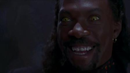 吸血鬼说他刚吃完意大利餐,说完吐了个耳朵出来啊,小伙慌了