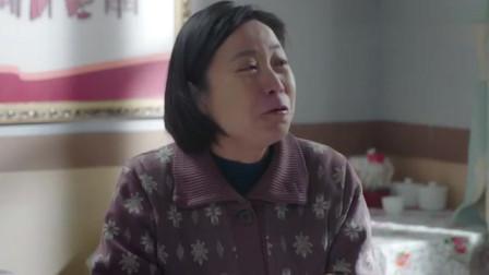 农村亲家上女儿婆家吃饺子,嘴上吃的都是油也不停,跟没吃过一样