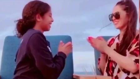 瓦妮莎和GiGi的感情真好,一起玩游戏的画面让人感动!
