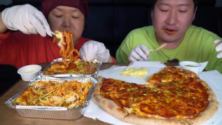 今日份美食~韩国兴森一家人:我和母亲的披萨和意大利香肠面