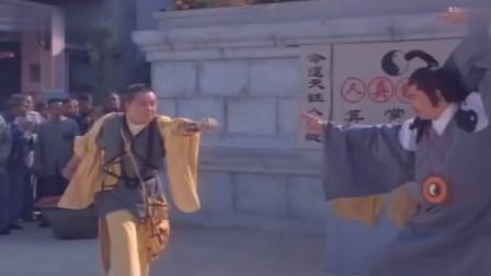 香港武打星陈观泰电影 小伙子功夫不怎么样 对付几个小混混还可以。