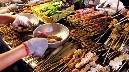 台湾特色烤肠,大肠包小肠,一口下去,一个字:爽