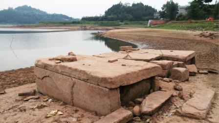 工人修路修到一半,无意掘出古墓,发现:墓中所葬的不是人