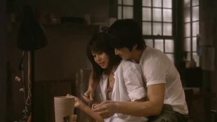 松岛菜菜子跟男朋友一起做陶瓷,情不自禁的吻在了一起