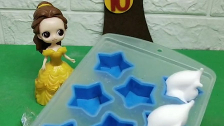 贝儿公主给王后做了好吃的蛋糕,她在白白的奶油上还加了果酱