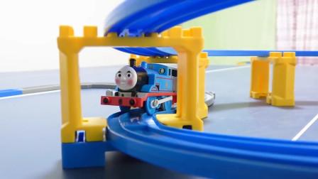 托马斯小火车:太棒了!这次的火车新轨道会是什么样的?