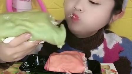 萌姐试吃:草莓毛巾卷蛋糕,抹茶毛巾卷蛋糕,看着真过瘾!