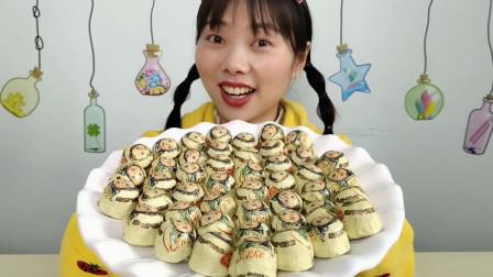 """美食拆箱:小姐姐吃""""大头娃娃布丁巧克力糖果"""",微苦回甜,超赞"""