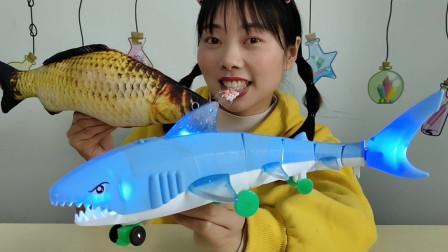 """吃货吃播:小姐姐吃""""电动发光鲨鱼糖果"""",闪亮跑得快,淡香清甜"""