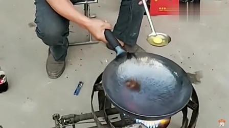 不愧是广东大厨的手艺,第一次见这样煎鸡蛋的,肯定很美味