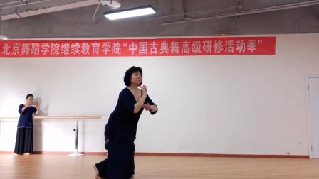北舞王伟老师《手之语》,气息流动和谐自如,教科书级柔美展示!