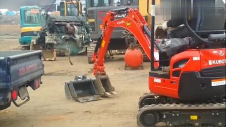 山东大哥开小挖掘机技术还这么溜,自己安装挖掘机头