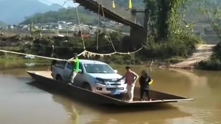 村里太穷没有桥,小伙子买车后烦恼也多了,每次出门还要轮渡!