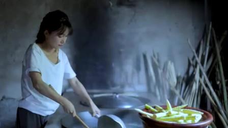 子柒美食秀:笋子正处于好吃的时候,每根都嫩生生的,拔下一背篓也不会嫌多