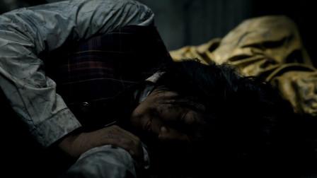 女孩察觉不对劲,立马躺在地上装死,怪物就没有伤害她