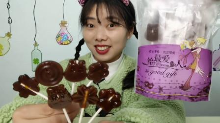 """吃货吃播:小姐姐吃""""雪梨糕棒棒糖"""",娇花为何黑乎乎,清甜润肺"""