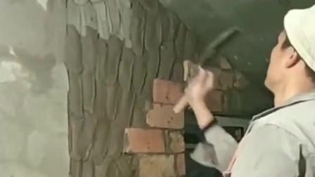 大哥看似不经意的一铲子,糊上去却是厚薄均匀,一看就是个老手!