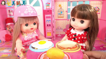 米露妹妹当外卖员,给小美送外卖被邀请一起进餐?