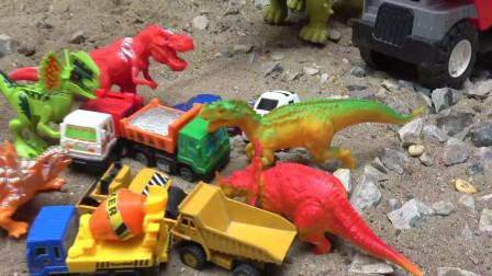亮亮玩具汽车和三角龙拆蛋,收获工程车和恐龙玩具,婴幼儿宝宝过家家游戏视频