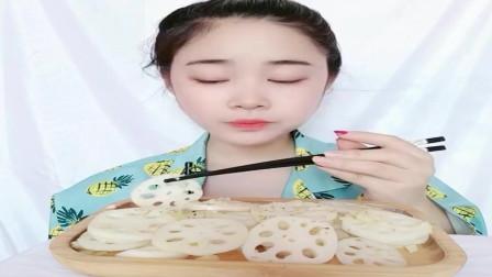 美食吃播:大胃王小姐姐吃蒜蓉藕片,大口吃的真香!