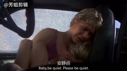 狂犬惊魂惊心动魄!母亲和孩子被困车内,母亲想下车求救,可恨狡猾的疯狗躲在背后趁机扑过来撕咬……
