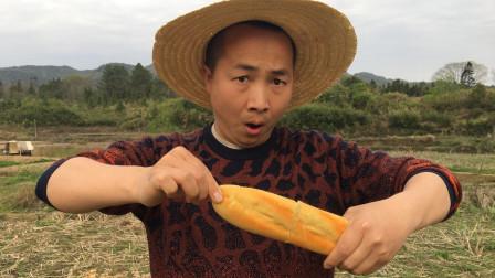 空手瞬间变出大面包,面包在哪里?方法比你想的还简单