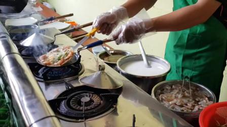 虾煎饼店的老板分享了制作非常简单的煎饼的秘密