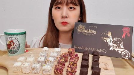 韩国大胃王吃一整盒巧克力,用手拿着往嘴里塞,搭配红糖真诱人!
